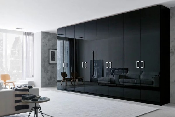 чёрный глянцевый шкаф купе в гостиную