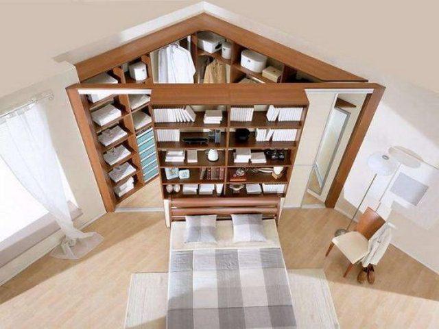 деревянный угловой шкаф в гостиной