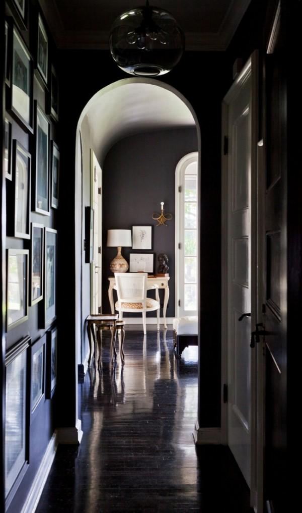 дизайн очень узкого коридора в квартире в тёмных тонах