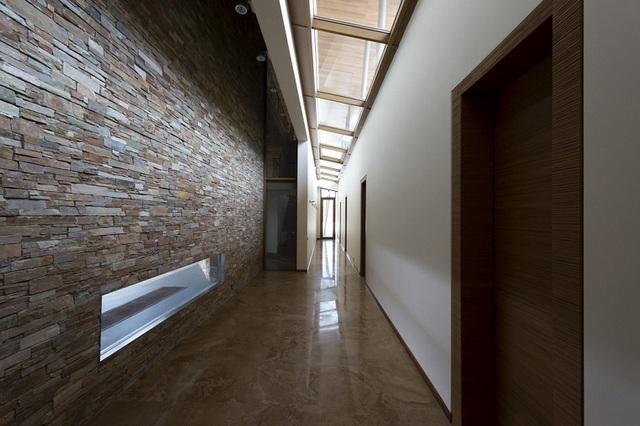 дизайн прихожей в узком коридоре