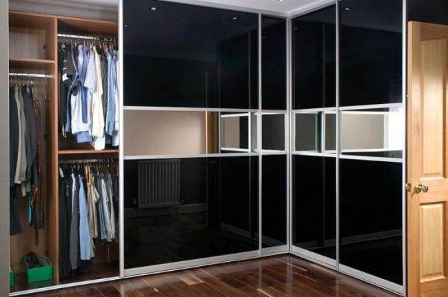 дизайн угловых шкафов купе в гостиных