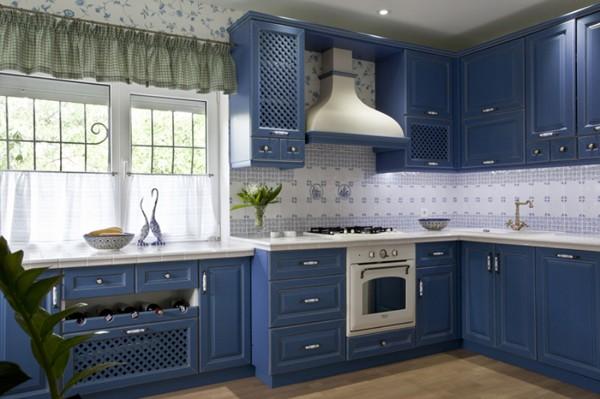 фасад кухни насыщенного синего цвета прованс