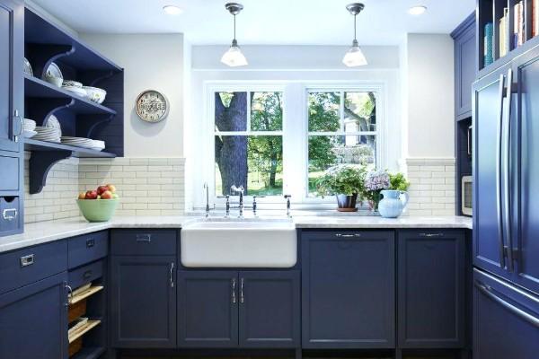 фасад кухни насыщенного синего цвета