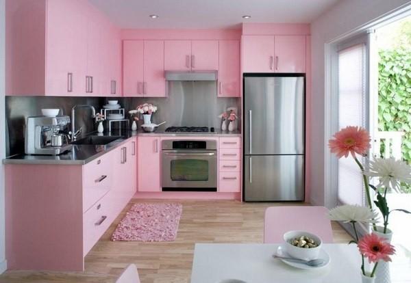 фасад кухни розового цвета
