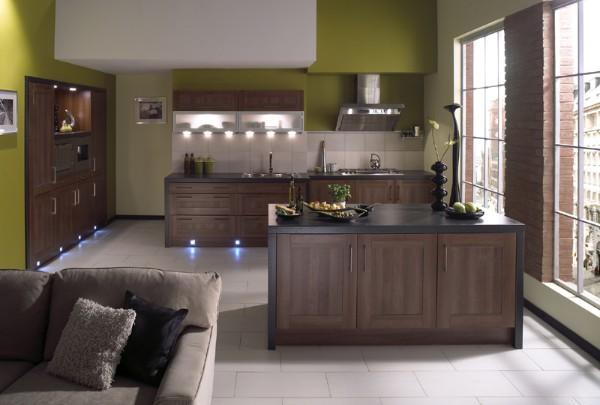фасад кухни шоколадного цвета зелёные обои