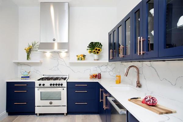 фасад кухни тёмно-синего цвета