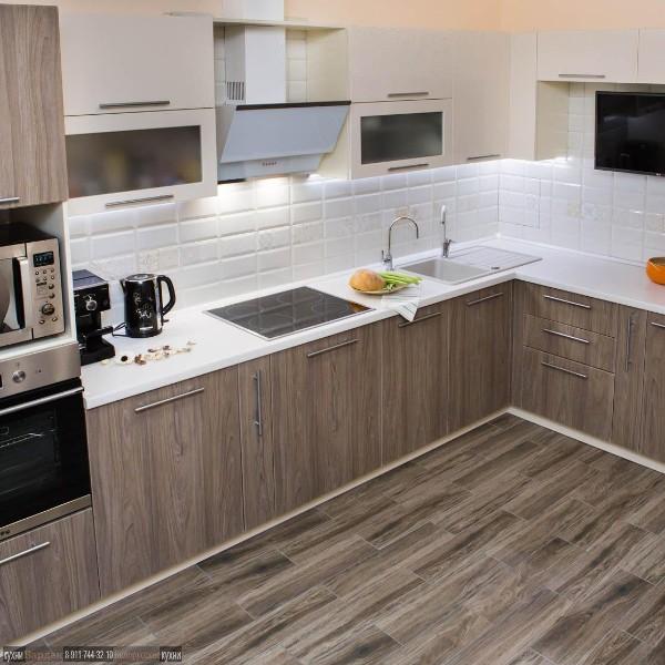 фото угловой кухонный гарнитур для кухни сочетание с цветом напольного покрытия
