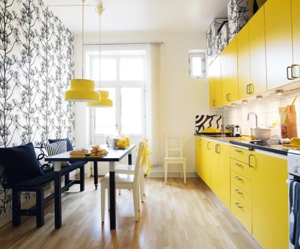 глянцевый фасад кухни ярко жёлтого цвета