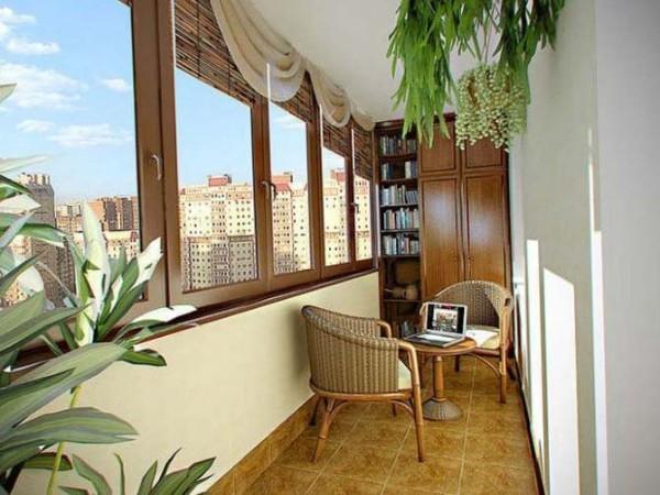 интересный дизайн маленького балкона библиотека
