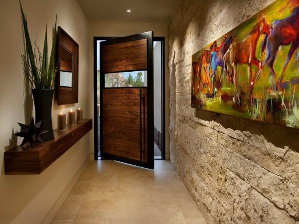 искусственный камень в отделке акцентной стены в дизайне коридора в квартире
