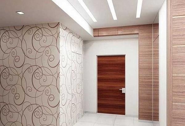 как скомбинировать обои в коридоре светлый декор