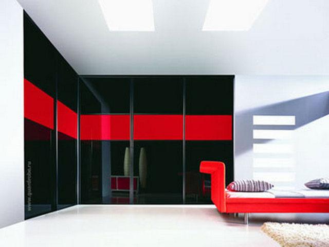красный диван в интерьере хай тек
