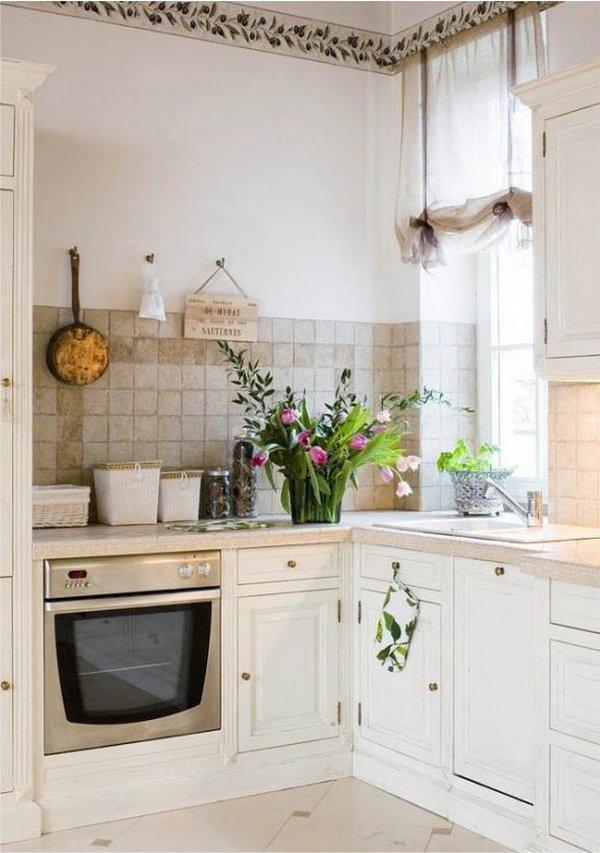 кухонный гарнитур для маленькой кухни в стиле прованс