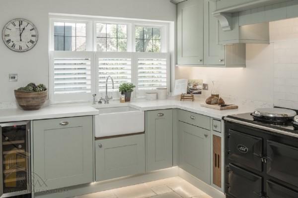 лаконичный дизайн маленькой угловой кухни