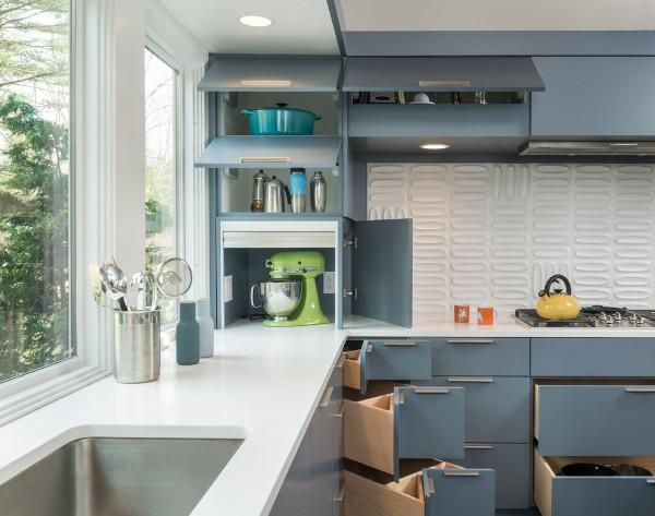 маленькая угловая кухня для маленькой кухни припотолочные ящики