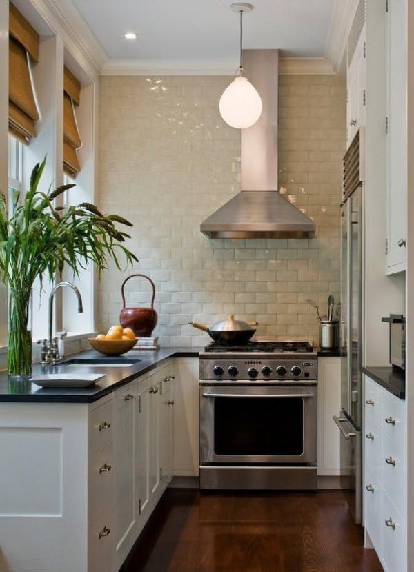 маленькая угловая кухня для маленькой кухни с мойкой у окна