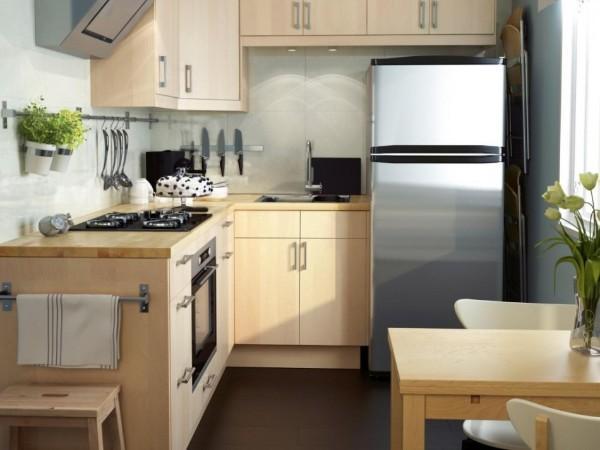 маленькая угловая кухня для маленькой кухни цвета светлого дерева