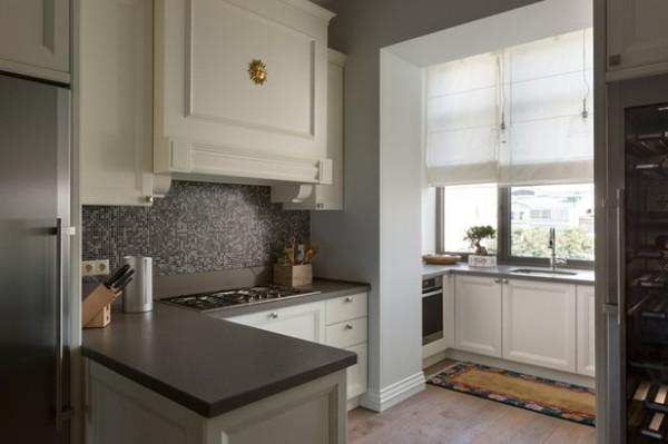 мойка на маленьком балконе в дизайне кухни