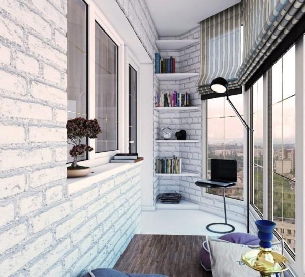 панорамные окна в дизайне углового маленького балкона