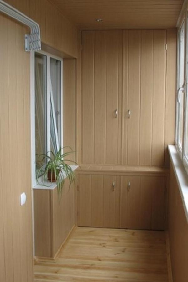 шкафчики на балкон из вагонки во всю стену
