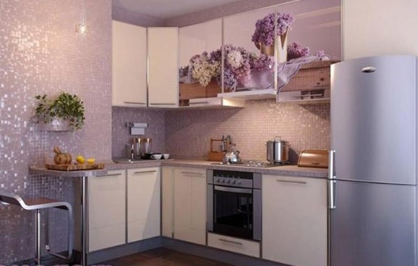 сиреневая угловая кухни для маленькой кухни фото
