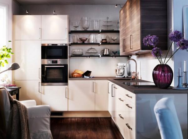 светло-коричневая маленькая угловая кухня с открытыми полками для маленькой кухни