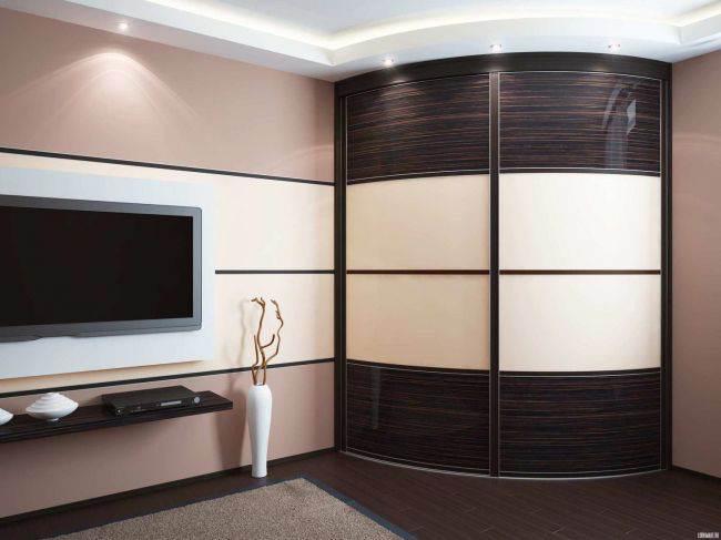 угловая гостиная со шкафом купе расположение