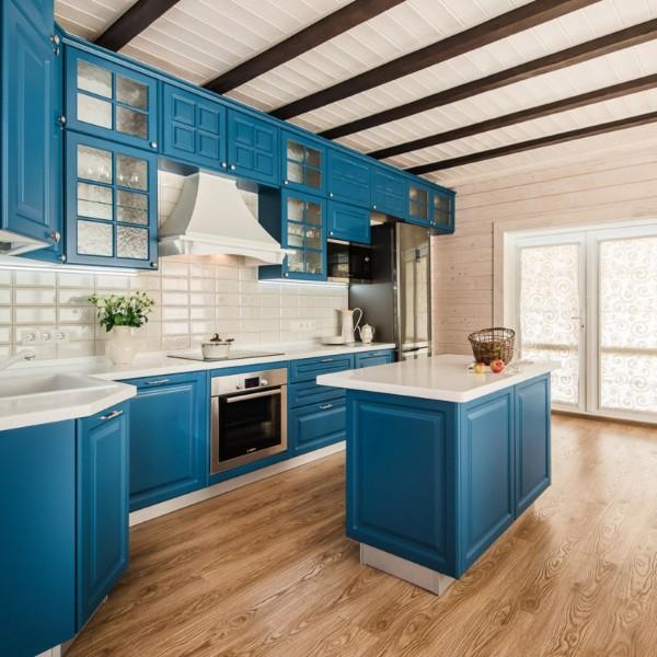 угловой кухонный гарнитур для кухни фото насыщенный синий