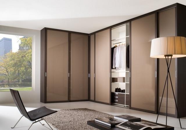 угловой шкаф купе в гостиную дизайн примеры на фото