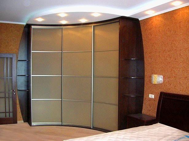угловые шкафы купе в гостиную