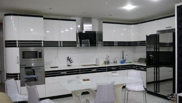 угловые кухонный гарнитуры для большой кухни