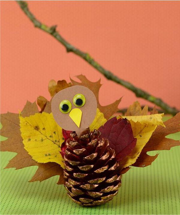 индюшка из шишки и листьев
