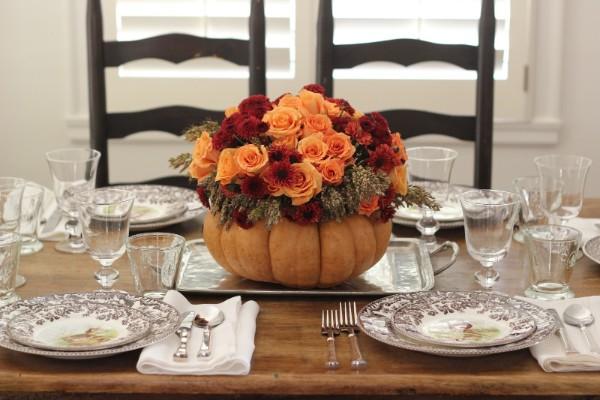 идеи для стола нежный букет из оранжевых роз в тыкве осенний декор своими руками