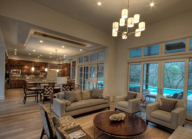 интерьер кухни гостиной в частном доме с панорамными окнами