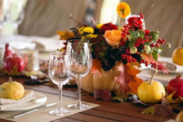 осенний декор своими руками ваза из тыквы для праздничного стола