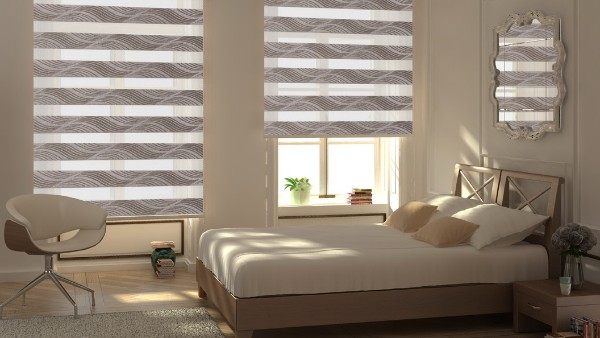уютный интерьер в спальне римские шторы