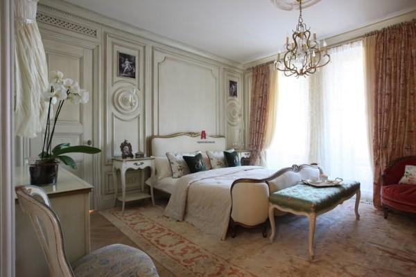 дом во французском стиле роскошный интерьер спальни