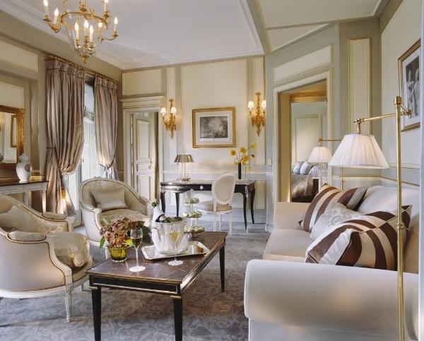 дом во французском стиле гостиная с позолотой