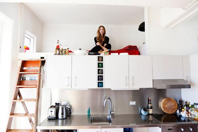 интерьер кухни студии двухуровневая