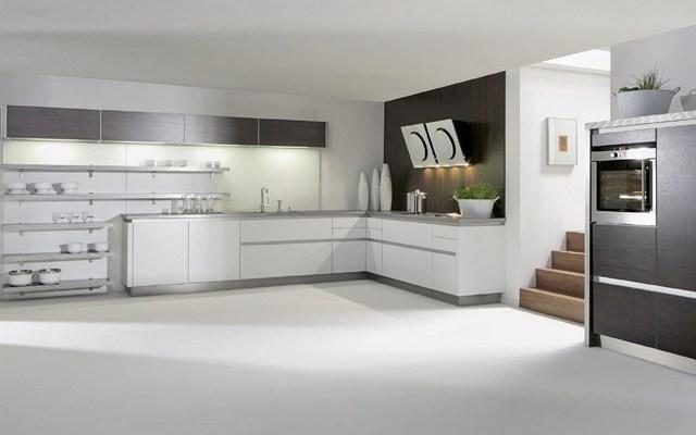 интерьер кухни студии в стиле хай тек