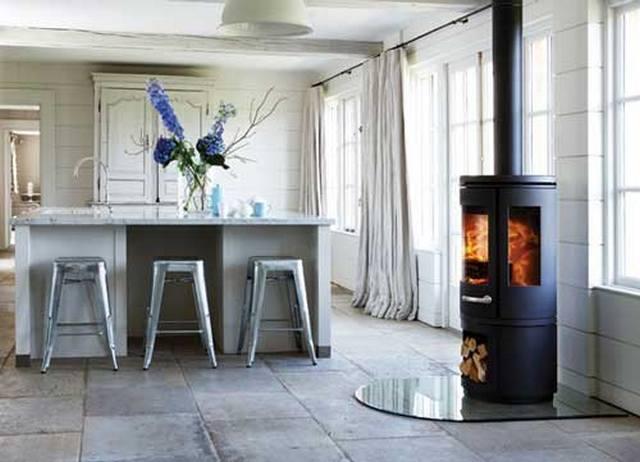 кухня гостиная в скандинавском стиле интерьерный камин