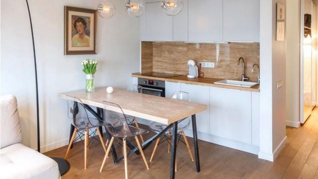 кухня гостиная в скандинавском стиле с массивом дерева