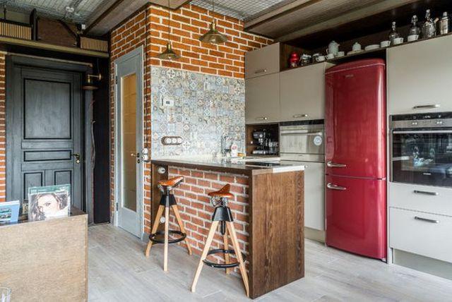 дизайн кухни с барной стойкой совмещённой с гостиной