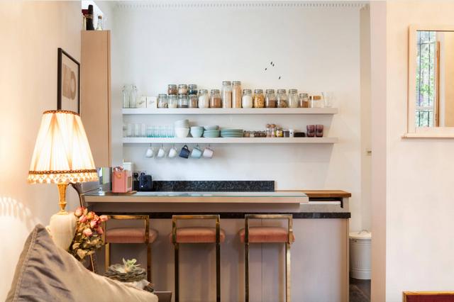 дизайн кухни студии с барной стойкой маленькой
