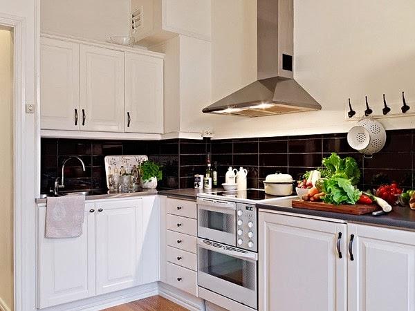 дизайн кухни в скандинавском стиле тёмный фартук