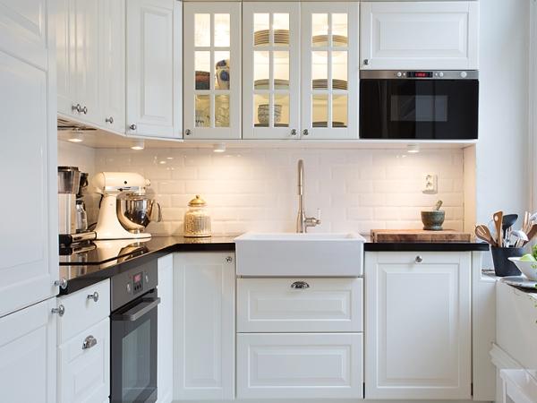 дизайн кухни в скандинавском стиле в белом цвете