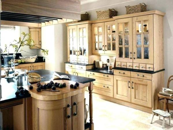 дизайн кухни в стиле французский прованс цвет светлого дерева