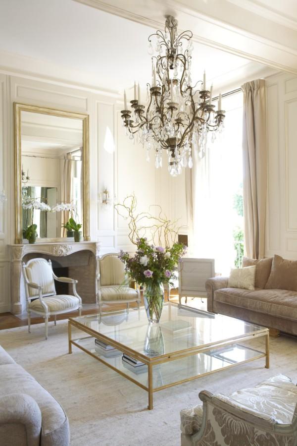 дом во французском стиле дизайн гостиной