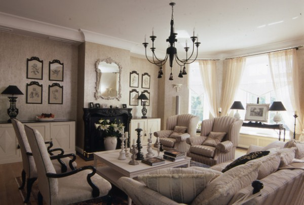 дом во французском стиле гостиная с белым потолком