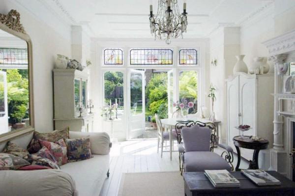дом во французском стиле гостиная с панорамными окнами